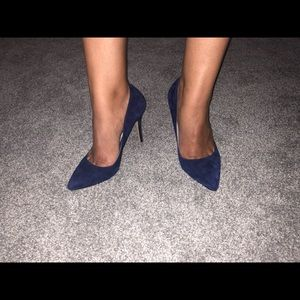 Navy blue shoe mint heel